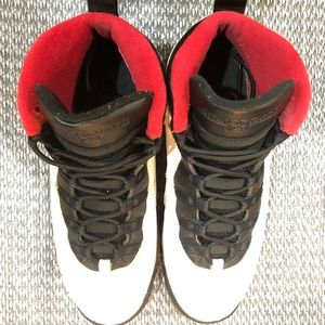 AIR JORDANS 10 X HISTORY CHI. BULLS WHITE / RED